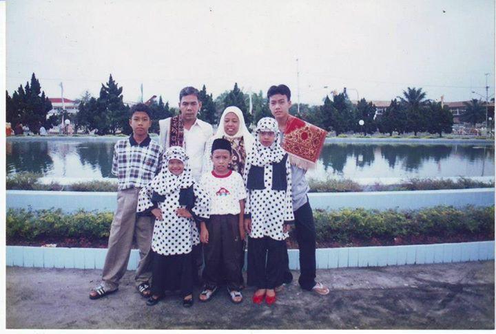 Sekadar introduksi, foto keluarga Jufri Hasan.