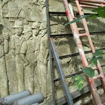 Relief gogo rancah yang tampak tak terawat. (Foto: @berajahaksara)