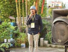 Dokumentasi Pembukaan Acara Pameran Bakureh Project - 05 - Albert Rahman Putra (Ketua Gubuak Kopi) memberikan kata sambutan.