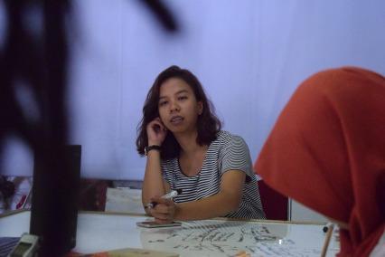 Delva Rahman memandu diskusi-diskusi selama lokakarya Bakureh Project. (Foto: Gubuak Kopi).