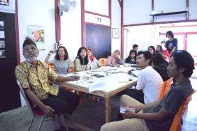 Mak Katik memberikan materi tentang seni tradisi di Minangkabau. (Foto: Gubuak Kopi).