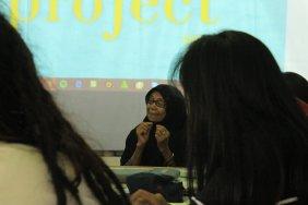 Bundo Kanduang Suarna memberikan materi tentang bakureh. (Foto: Gubuak Kopi).