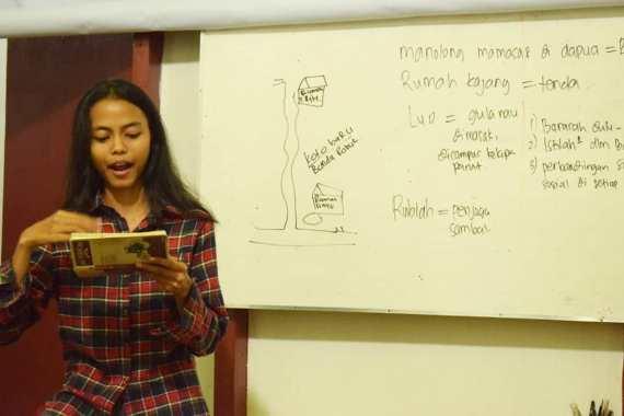 Salah satu partisipan Bakureh Project memberikan presentasi tentang ide dan hasil observasinya di lapangan. (Foto: Bakureh Project).