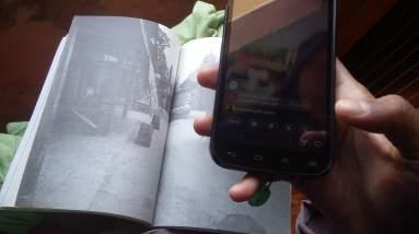 Foto-foto yang melengkapi tulisan Albert dalam bukunya. (Foto: Ade/Sayurankita)