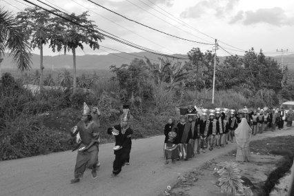 Bararak dalam pesta pernikahan di Koto Baru - Koleksi Arsip Gubuak Kopi - 2016